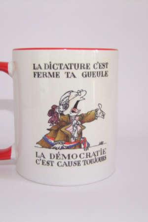 Mug La démocratie c'est ferme ta …
