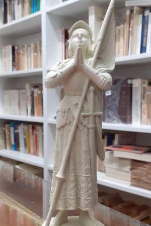Statue de Jeanne d'Arc priant
